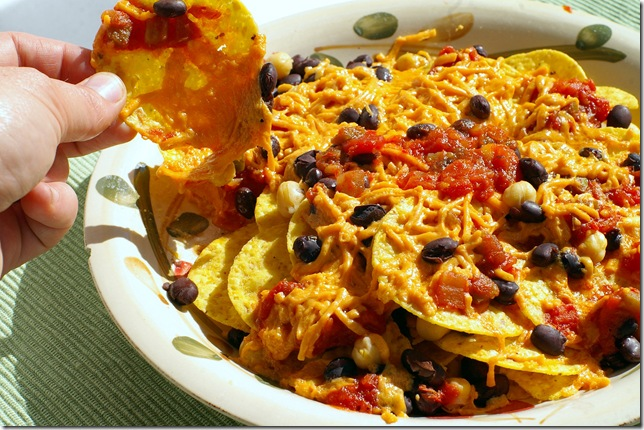 how-to-make-nachos-in-oven-03.jpg