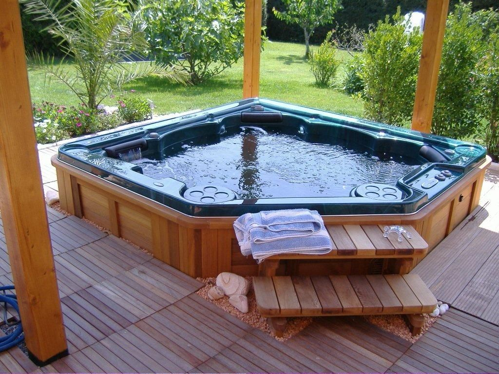 Is It Safe to Use Hot Tubs During Pregnancy? | MD-Health.com