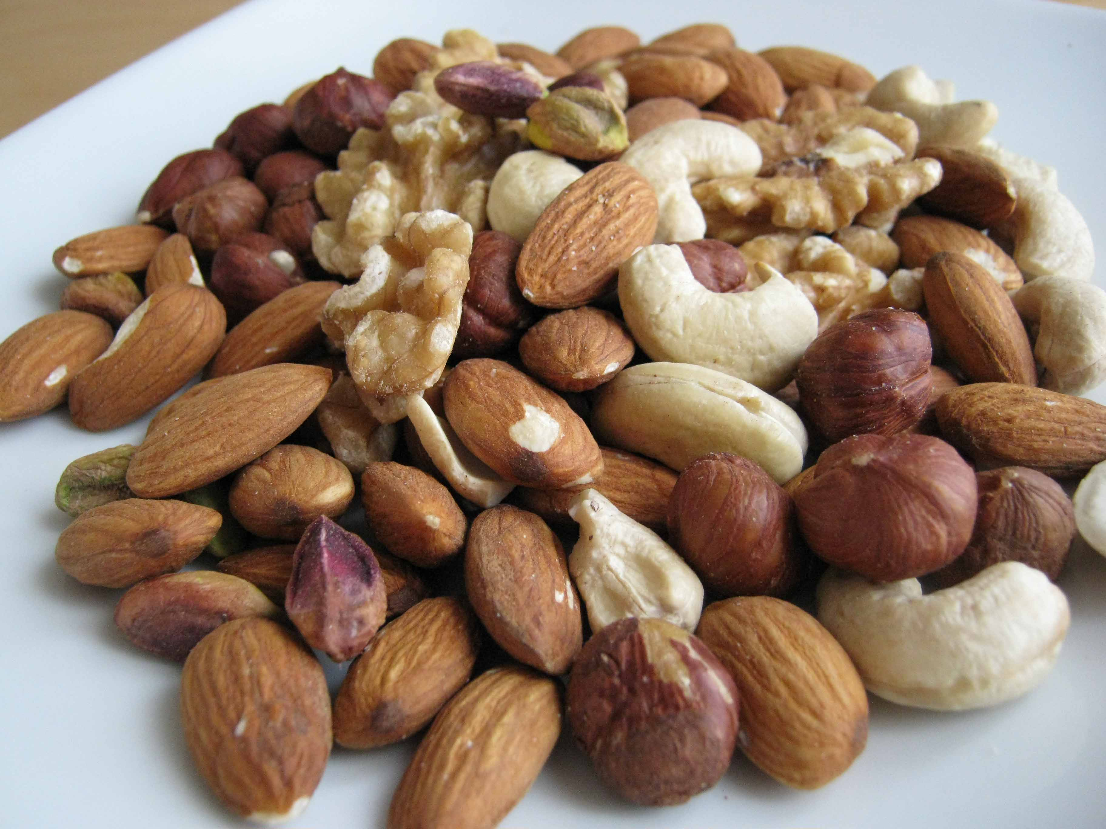 How to eat walnuts in fact The harm and benefits