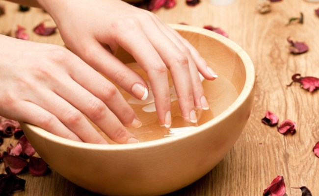 2 Easy Ways of Using Salt to Grow Healthy Nails | MD-Health.com