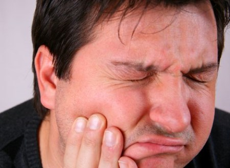 can a migraine make your face numb
